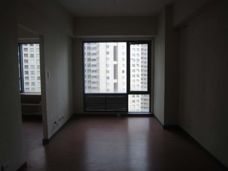 Unfurnished Studio type Condo in Eastwood Parkview for Rent