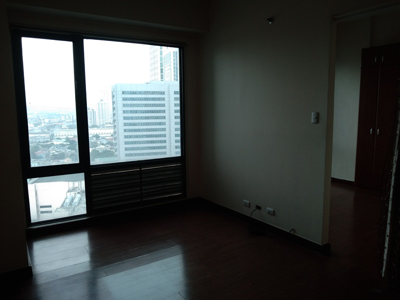 FOR RENT: Unfurnished 38sqm Studio with 1-br layout in Eastwood Parkview
