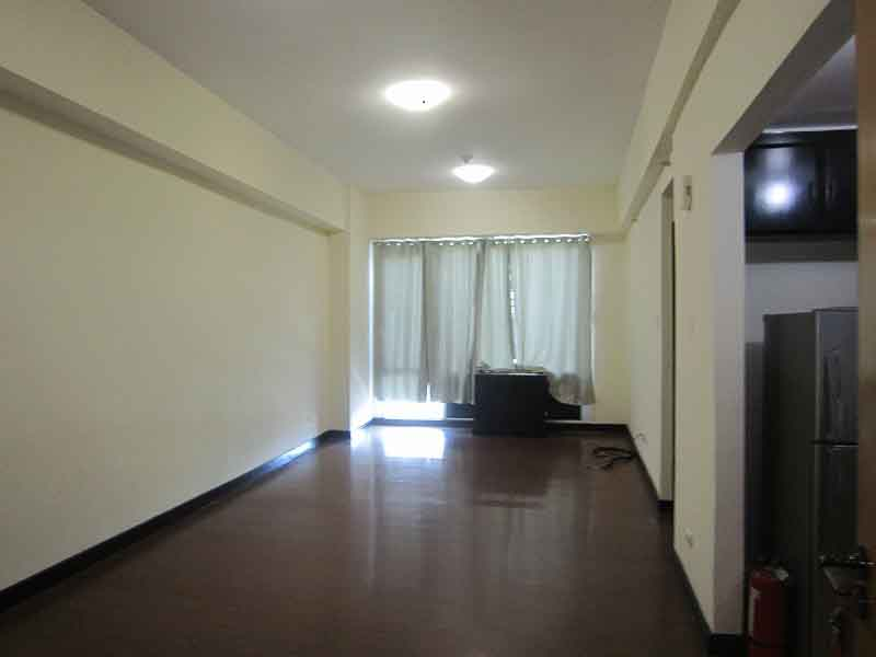 LONG TERM RENTAL: Unfurnished One Bedroom Condo in Eastwood Parkview