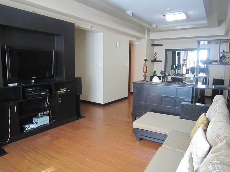 FOR SALE: 3-bedroom Condo with parking in Eastwood Parkview