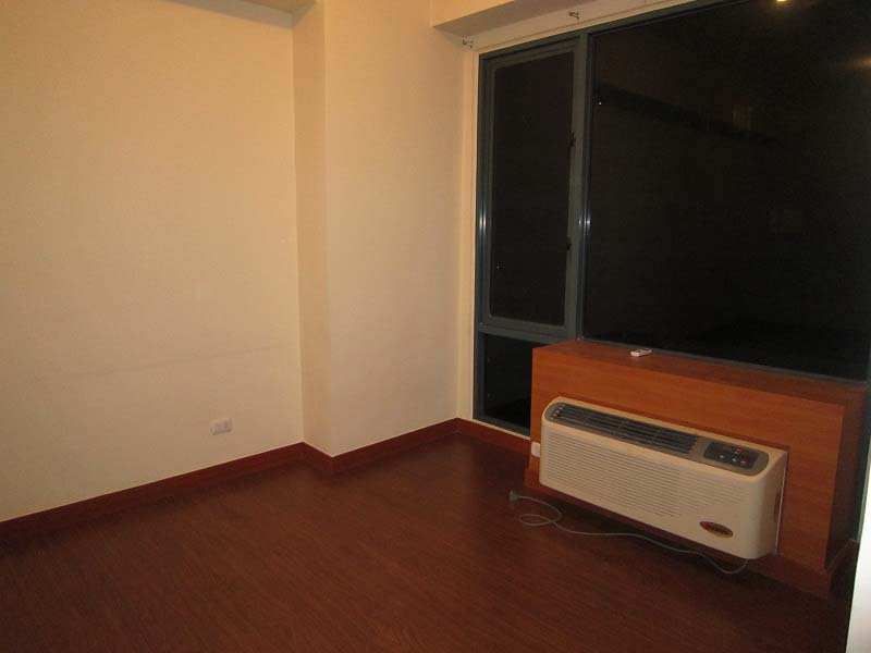 FOR RENT : Unfurnished Studio type Condo in Eastwood Parkview for Rent
