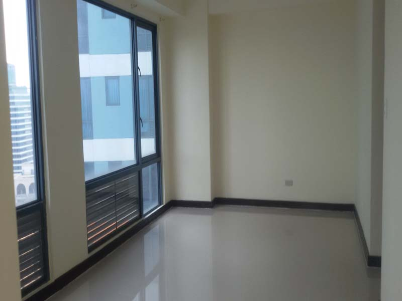 FOR RENT: Corner Unit Unfurnished Executive Studio in Eastwood Parkview