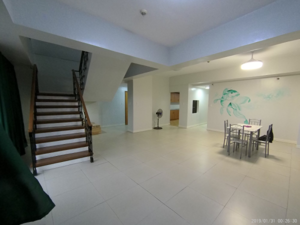 FOR RENT: Unfurnished 5-bedroom bi-level penthouse unit in Eastwood Parkview