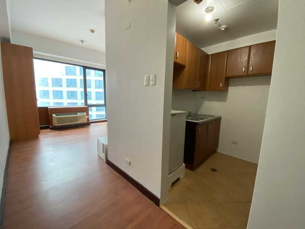 FOR RENT: Studio Type Condo located in Eastwood Parkview Unfurnished with aircon