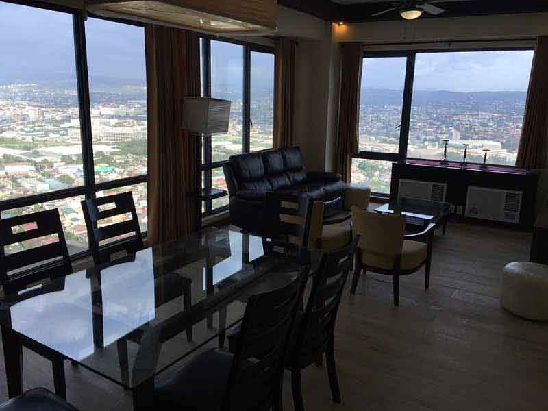 15 DAYS CONDO RENTAL: Spacious Fully Furnished Three Bedroom in Eastwood Parkvie