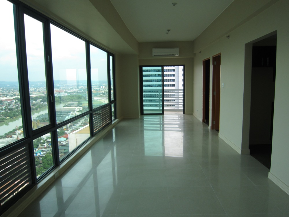 LONG TERM RENTAL - Unfurnished One Bedroom Condo in Eastwood Park Residences