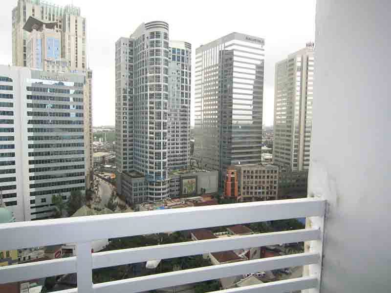 FOR RENT: Unfurnished One Bedroom Condo in Eastwood Park Residences with balcony