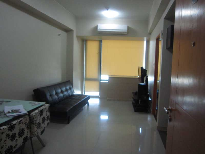 FOR RENT MINIMUM 6 Months: Furnished One Bedroom Condo located in Eastwood Park