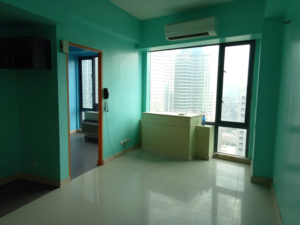 FOR RENT: Unfurnished One Bedroom Condo with 2 aircon in Eastwood Park Residence