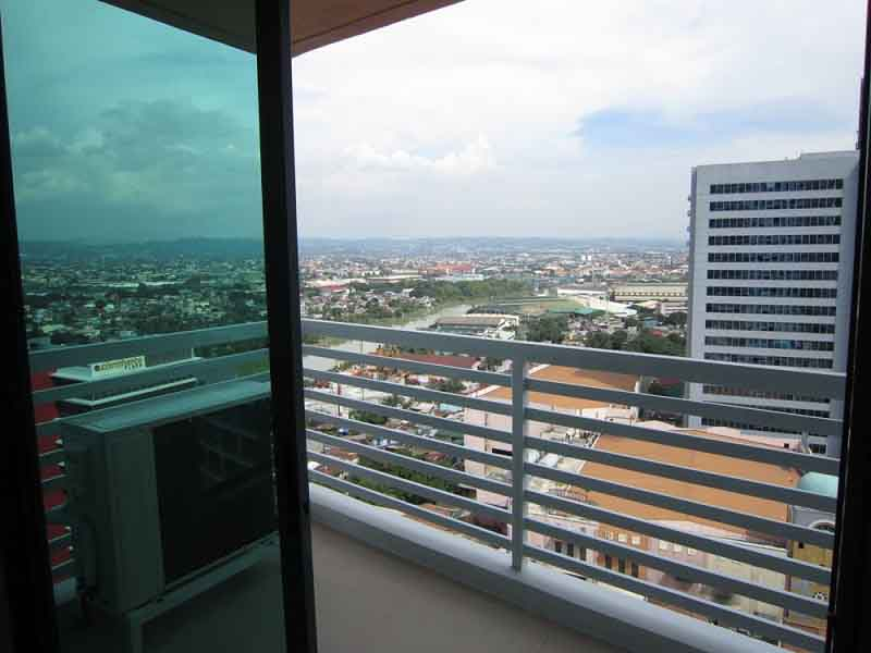 LONG TERM RENTAL: Unfurnished One Bedroom Condo in Eastwood Park Residences